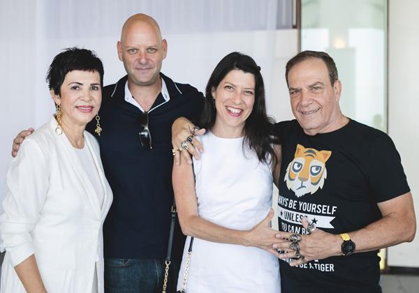 """עם אמיר הראל, סמנכ""""ל מכירות בחטיבת המוצרים של מטריקס, ואשתו"""