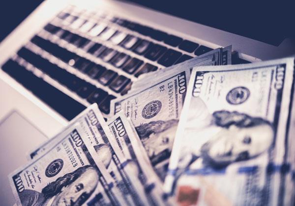 מנהלי חברות ההיי-טק הגדולות קיבלו השנה, שוב, הרבה מאוד דולרים. צילום: BigStock