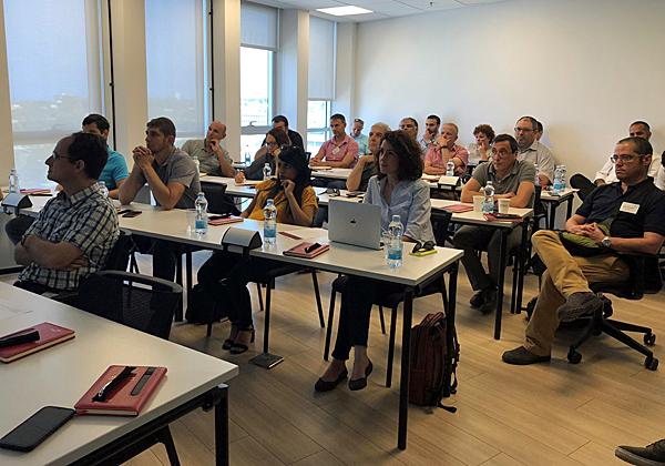 """המשתתפים לומדים על החידושים בתחום אחסון האובייקטים. צילום: יח""""צ"""