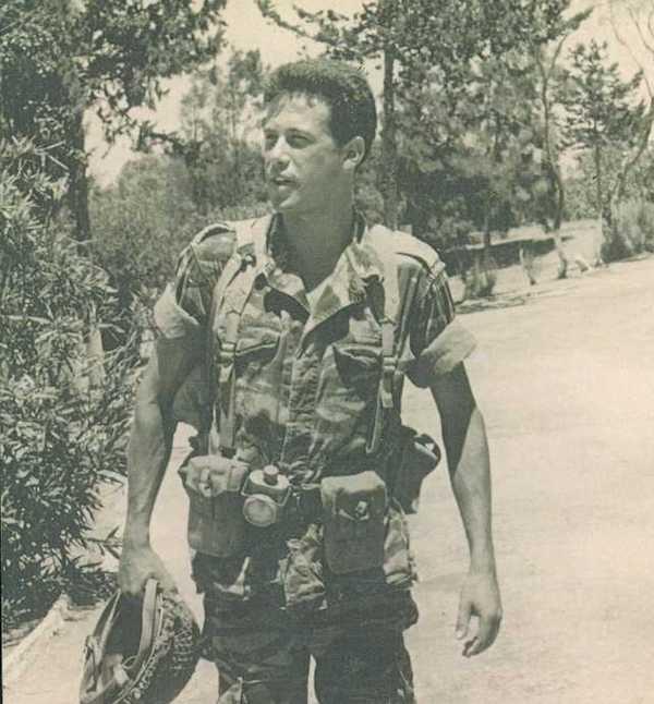 עזרא אורני בהיותו קצין הקשר של חטיבת צנחני המילואים 55 במלחמת יום הכיפורים. צילום: עצמי