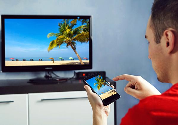 מה אתם מעדיפים - את המסך הגדול או את המסך הקטן? צילום אילוסטרציה: BigStock