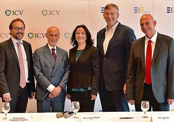 """מימין: אהרון אהרון, מנכ""""ל רשות החדשנות; מאיר יוקלס, שותף בקרן ICV; רמונה סמסון, סגנית בכירה בנציבות האירופית; פייר לואיג׳י גילברט, יו״ר קרן ההשקעות של האיחוד האירופי - EIF; ועמנואל ג׳יופרט, שגריר האיחוד האירופי בישראל. צילום: יוסי צבקר"""