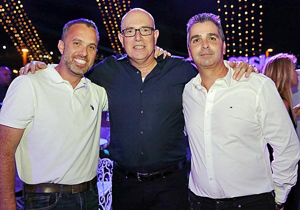 """מימין: ליאור פוני, מנכ""""ל Dell-EMC ישראל, אודי וינטראוב, מנכ""""ל משותף של מלם תים; ואורי ברגמן, מנכ""""ל HPE ישראל. צילום: ניב קנטור"""