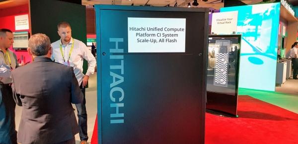 """תצוגת מערכות Hitachi Unified Compute Platform CI (ר""""ת UCP CI). צילום: פלי הנמר"""