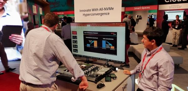 תצוגת מערכת ה-NVMe hyperconverged בתערוכה בכנס NEXT 2018. צילום: פלי הנמר