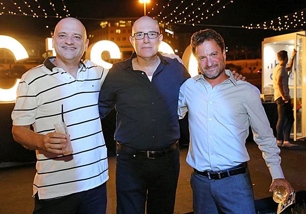 """מימין: אורן שגיא, מנכ""""ל סיסקו ישראל; אודי ויינטראוב, מנכ""""ל משותף של מלם תים; ועוזי נבון, מנכ""""ל אורקל ישראל. צילום: ניב קנטור"""