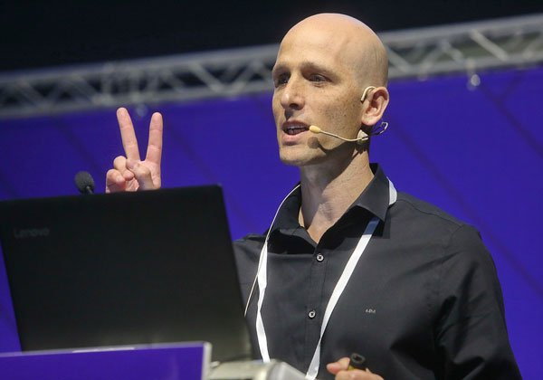 אסף אבן, מומחה פתרונות חללי עבודה מודרניי במיקרוסופט ישראל. צילום: ניב קנטור