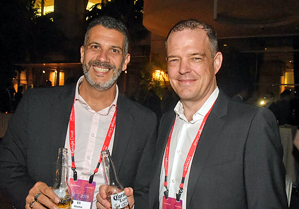 "מימין: פטריק מארקי, סגן נשיא אזורי ל-EMEA Central CMT; ואלי משה, מנכ""ל היטאצ'י ונטרה ישראל. צילום: פלי הנמר"