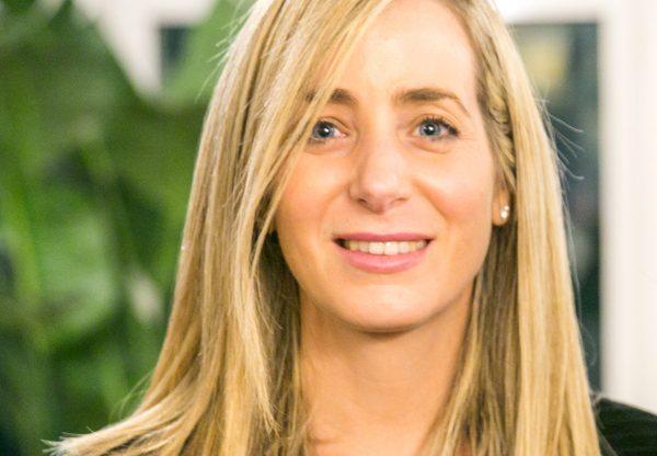 """נעם ענבר, מנהלת תחום הסטארט-אפים באורקל ישראל. צילום: יח""""צ"""