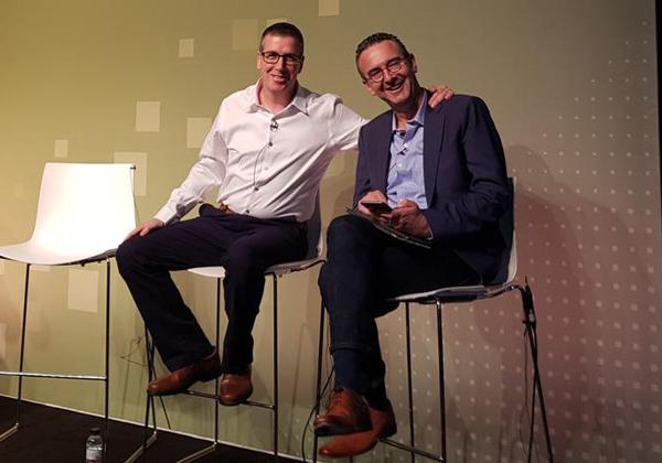 """מימין: אילן ינובסקי, אסטרטג בכיר לפתרונות עסקיים ב-VMware, ואלון קור, סמנכ""""ל הטכנולוגיות של בנק לאומי. צילום: פלי הנמר"""