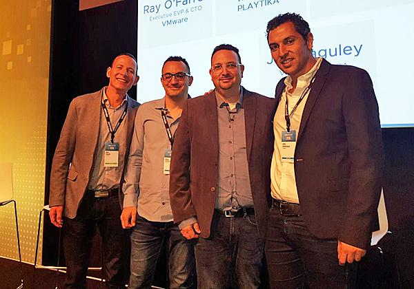 """מימין: אופיר אבקסיס, מנכ""""ל TeraSky; ארז רחמיל, סמנכ""""ל IT ופיתוח בפלייטיקה; גיא אלמוג, מנהל הנדסה בפלייטיקה; וכפיר שפיר, מנהל תיקי לקוחות ב-VMware. צילום: פלי הנמר"""