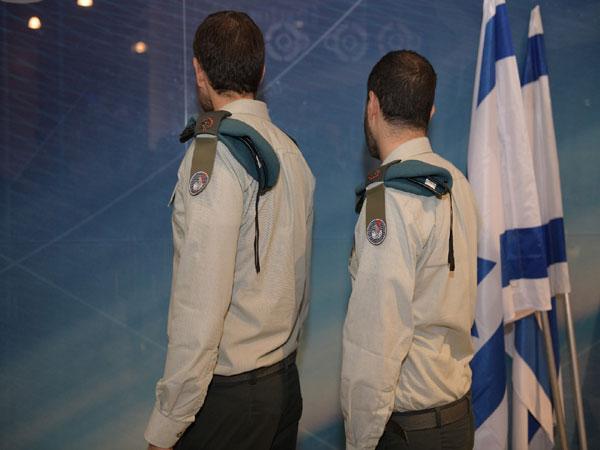 """מימין לשמאל: רב סרן י'' רב סרן א'. קצינים ממצו''ב שבחטיבה להגנת הסייבר, אגף התקשוב. צילום: דובר צה""""ל"""