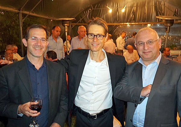 """משמאל: אלון ברק, מנהל ERP באלביט מערכות; בן פסטרנק; ושמעון מירון, מנכ""""ל הכשרה חברה לביטוח. צילום: פלי הנמר"""