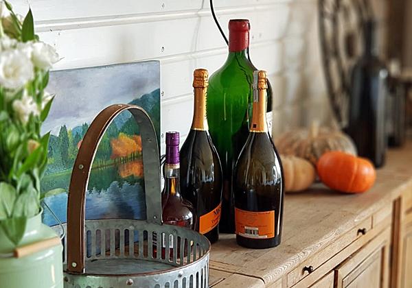 """גם מקומו של היין לא נפקד. צילום: יח""""צ"""