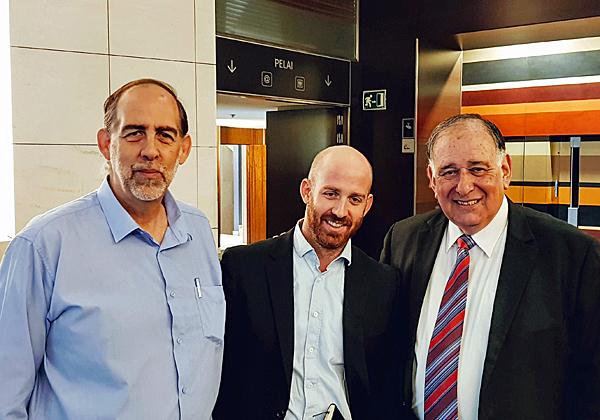 """מימין: ראש עיריית חיפה היוצא, יונה יהב; אורי אלתר, מתכנן ערים; ואילן אלתר, מנכ""""ל אלתרנט. צילום: פלי הנמר"""