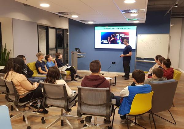 """פעילות חינוך לקוד פתוח של רד-האט' . צילום: יח""""צ"""