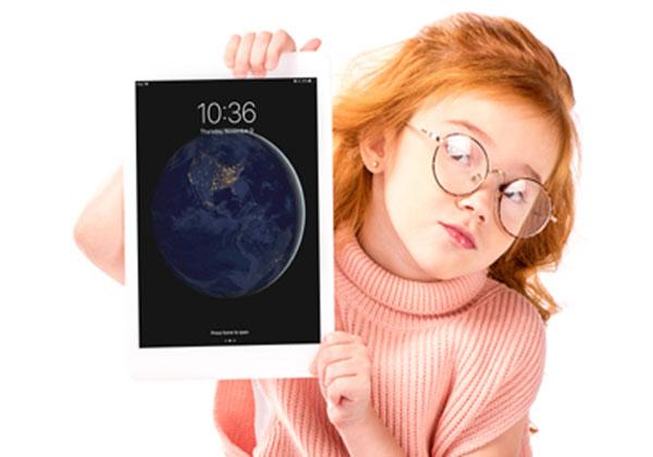 ילדה עם iPad. צילום אילוסטרציה: BigStock