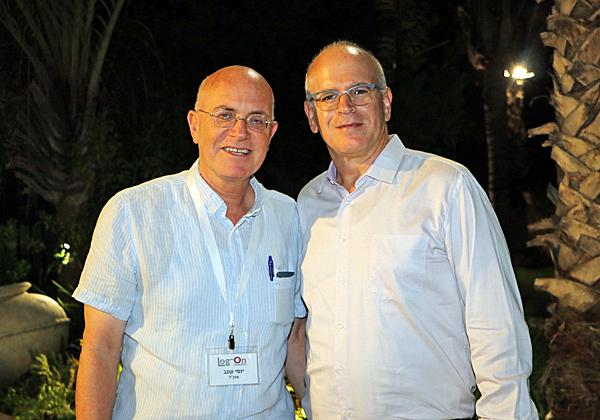 """מימין: יוסי שגב, מנכ""""ל משותף של לוג-און, וומיכאל רוף, סמנכ""""ל לתקשוב ברשות שדות התעופה. צילום: אבי זיפתי"""