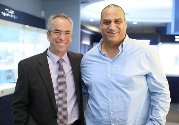 """מימין: אלדר לב-רן, יועץ בכיר בשטראוס אסטרטגיה, ואבנר זיו, מנמ""""ר בנק ישראל. צילום: פלי הנמר"""