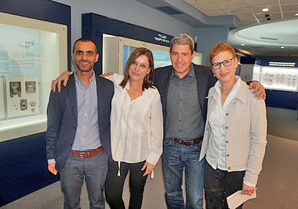 """מימין: דליה רובינסון, סמנכ""""לית ומנהלת החטיבה הפיננסית-טכנולוגית במטריקס; מוטי גוטמן, מנכ""""ל החברה; ליאורה הרץ, סמנכ""""לית מכירות בחטיבה הפיננסית-טכנולוגית בחברה; ועירון זדה, מנהל הפרויקט מטעמה. צילום: פלי הנמר"""
