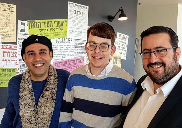 מימין: מוישי פרידמן, ממייסדי קמא-טק; סימי ספולטר, מנהל הקהילה של אמפרסנד; וצחי שאשא, הבעלים של Intouch. צילום: פלי הנמר
