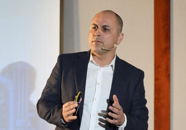 חן אזולאי, סמנכ''ל בכיר למכירות ולפרויקטים אסטרטגיים בבינת תקשורת מחשבים. צילום: יש אווירה