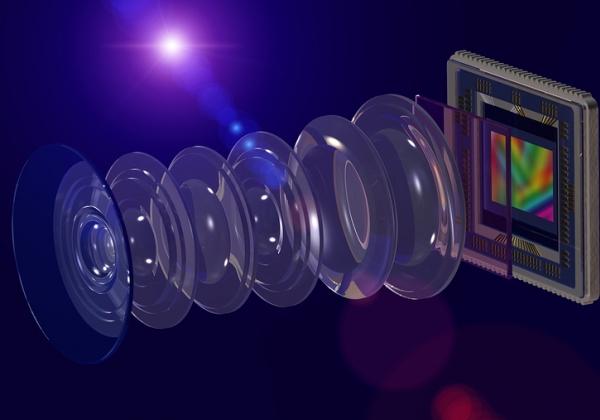 הולכת וקטנה. טכנולוגיית חיישני צילום בניידים. אילוסטרציה: BigStock