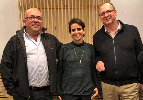 """מימין: דן ענבר, סגן נשיא בכיר ומנכ""""ל מרכזי הפיתוח של Dell-EMC בישראל; יפית אפרת, רכזת פיתוח עסקי בציונות 2000; ושלומי ליברמן, סמנכ""""ל תפעול מרכזי הפיתוח של Dell-EMC בישראל. צילום: מיכל יהב דביר, Dell-EMC"""