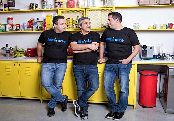 מימין: אלדד לבני, עופר סמדרי וליאוניד בלקינד, היזמים שמאחורי לומינייט. צילום: איל מרילוס
