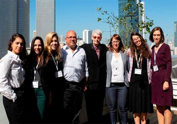 """מימין לשמאל: נירית מור, סמנכ""""לית פיתוח עסקי ושיווק ב-BDO; קרן הרשקוביץ, מייסדת-שותפה ומובילת תוכנית W2W, ומנהלת צוות חשבות ישראל בצ'ק פוינט; הלה גלבוע, סמנכ""""לית כספים ב-DELL EMC; שלומי ליברמן, COO ב-DELL EMC; יעל גרינברגר, מנהלת השיווק והפיתוח העסקי של W2W, ויועצת ב- Designit; נועה קצוביץ, מובילת פעילות LIFT מבית W2W, ומפתחת ב-Skycure; יעל מלצקי, מובילת תחום חדשנות אורבניות ב-CityZoom. צילום: ענבר לוי"""