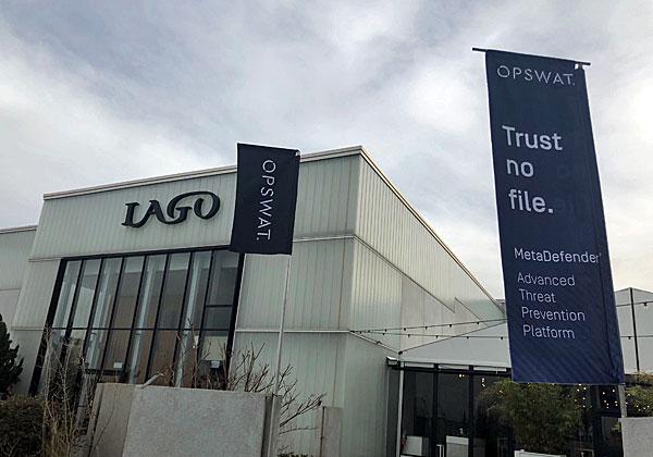 """הרול אפ של הכנס על רקע אולם LAGO בראשון לציון. צילום: יח""""צ"""