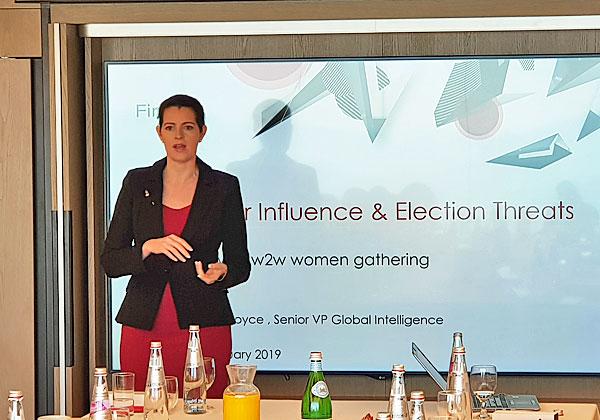 סנדרה גו'יס, מנהלת מודיעין איומי הסייבר העולמית בפייראיי, מדברת על האיומים הגלובליים בתחום, יחסי הכוחות בין המעצמות והמוטיבציה שלהן לתקיפה. צילום: איריס ויינשטיין