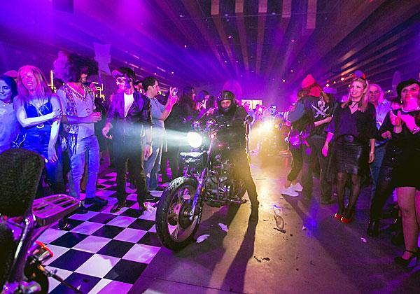 איך אפשר חגיגת גריז בלי אופנועים...? צילום: מנש כהן
