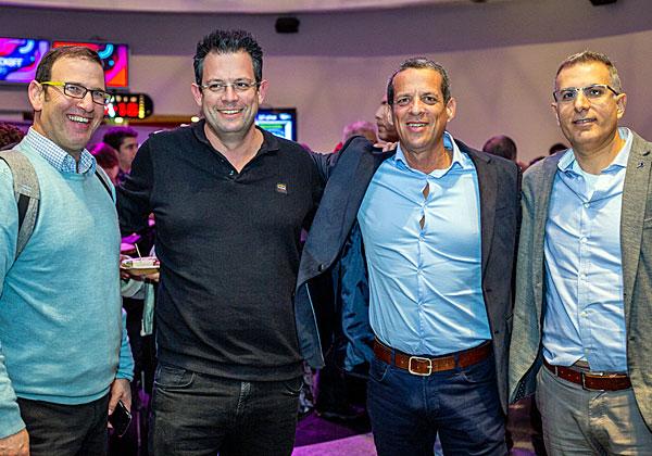 """אנשי קבוצת אמן. מימין: זיו אברמוביץ', סמנכ""""ל פיתוח ופיננסים; אלון רייטר, סמנכ""""ל משאבי אנוש; אלון תבור, מנהל פרויקטים מסלקה; ופרי פוירשטיין, סמנכ""""ל פיתוח עסקי פיננסים. צילום: ניר אלון"""