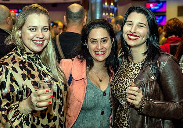 הנמרות של אמן: מנהלות האדמיניסטרציה של החברה - שולי דוד, ליה אדניה ואירנה אסור. צילום: ניר אלון