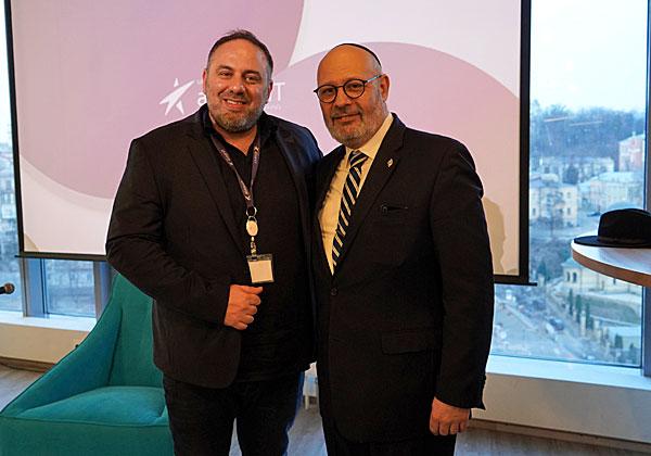 """מימין: יואל ליאון, שגריר ישראל בקייב, ושלמה (סולומון) עמר, מנכ""""ל ומייסד AllstarsIT. צילום: יח""""צ"""