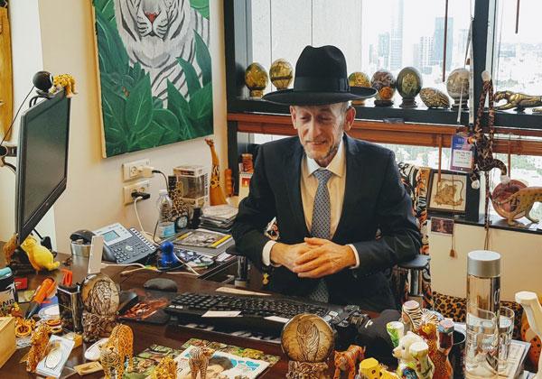 """בא לבקר במאורת הנמר: ח""""כ אורי מקלב, יו""""ר ועדת המדע והטכנולוגיה של הכנסת. צילום: פלי הנמר"""