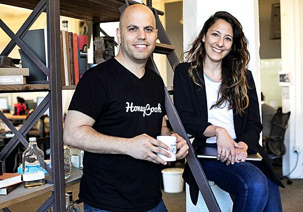 עוז ונעמה אלון, ממייסדי HoneyBook. צילום: אלון ראובני