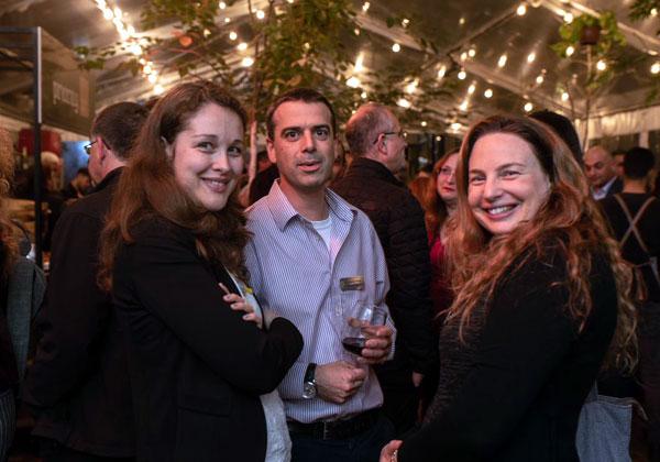 """מימין: נועה נגר, מנהלת שירות לקוחות במידעטק; אריאל אלגרבלי, מנהל תפעול במידעטק; ולינה ביצ'אצ'י, מנהלת מוצר בפריוריטי. צילום: יח""""צ"""