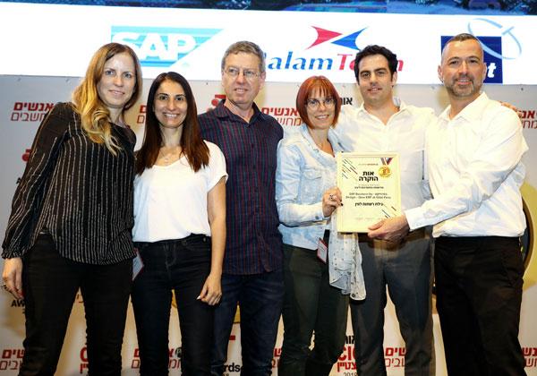 """צוות גילת רשתות לוויין ו- Seidor Malam: הטמעת SAP Business ByDesign ב-Gilat Peru. מימין: צוות גילת רשתות לוויין - ארנון זילברמן, מנמ""""ר; יונתן גינזברג, יועץ סאפ; סיגל זילברברג, יועצת סאפ; רן שוורצמן, Project Delivery Director; דבורה שרון, מנהלת יישומים עסקיים, ולירון טבק, מנהלת תחום SeidorMalam במלם תים. צילום: ניב קנטור"""