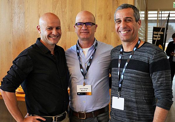 מימין: ניר צרפתי, מנהל תחום דטה ב-Matrix BI; ישי טולדו, מנהל מכירות Matrix IT; ואלון נדב. צילום: אורן אגמי
