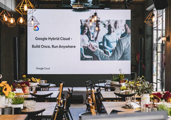 Google Cloud מציגה: כנס מקצועי עם אווירה ועיצוב של מסעדת שף - במתחם High& בתל אביב. צילום: תומר פולטין