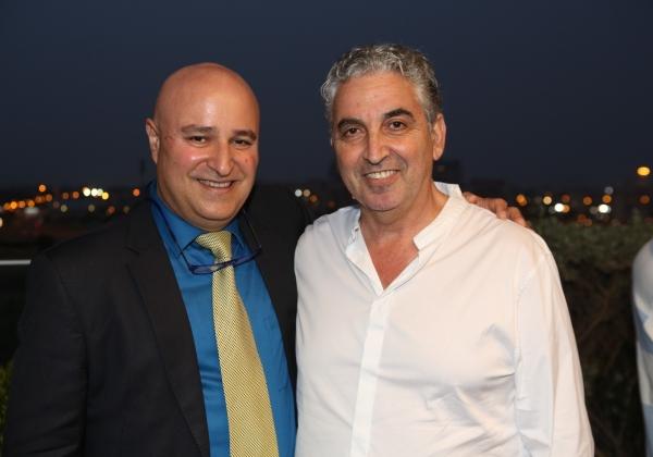 """מימין לשמאל: חיים ברוידא, ראש עיריית רעננה, ואריאל איקן, מנכ""""ל פרזניוס ישראל. צילום: וידיאו שחף"""