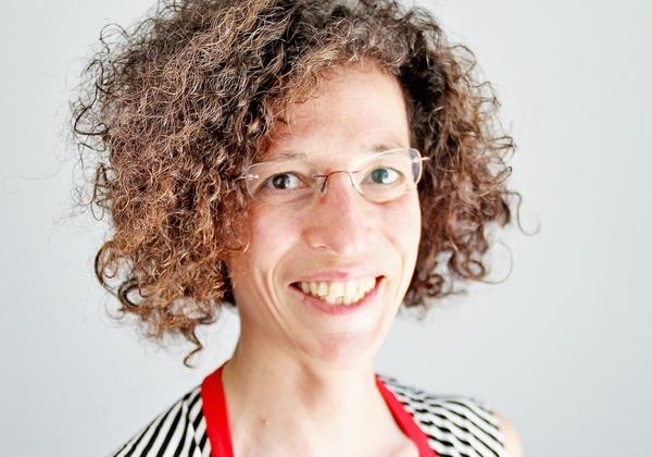"""ד""""ר קרן שצמן, רכזת פרויקט ויקינתונים בעמותת ויקימדיה ישראל. צילום: אנדרה מולר"""