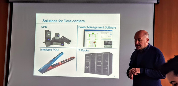 """פתרונות איטון למרכזי נתונים למנמרים ומנהלי התשתיות: ארונות 19"""",חומרה ותכונת UPS ו-PDU למרכזי הנתונים. צילום: פלי הנמר"""