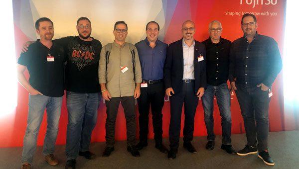 עם פוג'יטסו והשותפים העסקיים בפראג