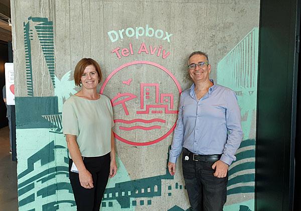 """משמאל: אדריאנה גורמלי, מנהלת דרופבוקס באזור EMEA, ומאיר מורגנשטרן מנהל מרכז הפיתוח בישראל. צילום: יח""""צ"""
