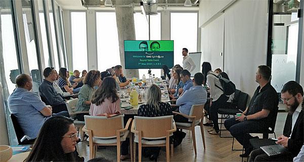 """משתתפים בשולחן העגול בנושא הבינה המלאכותית ש-KMS ערכה בתל אביב. צילום: יח""""צ"""