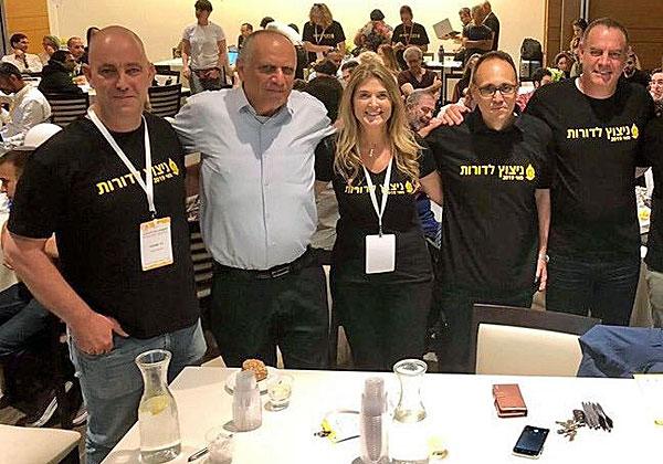 """צוות השופטים. מימין: שירה פאיאנס-בירנבאום, COO&CMO מיקרוסופט ישראל, דב מורן, מנכ""""ל גרוב ונצ'רס, נעם קנטי, שותף בארנסט אנד יאנג, ד""""ר נמרוד קוזלובסקי שותף ב-JVP, וניר שמעוני מ-Tech For Good. צילום: יח""""צ"""