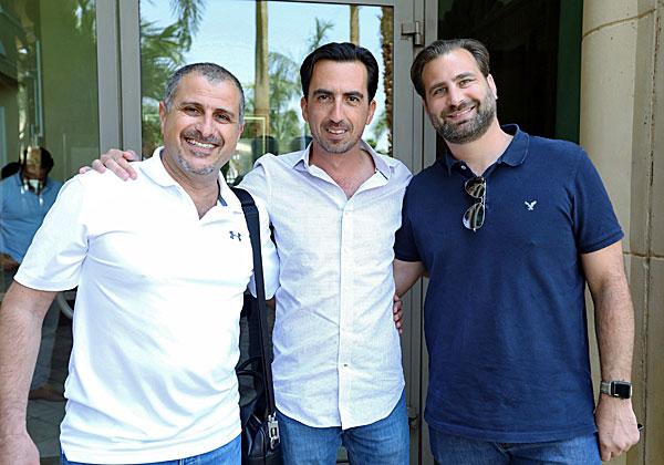 """מימין: גיל כהן, סמנכ״ל מכירות באמת מחשוב, אלי שקד, מנכ״ל VMware ישראל, ואוהד בר שי, מנהל מוצר ב-C-Data. צילום: יח""""צ"""